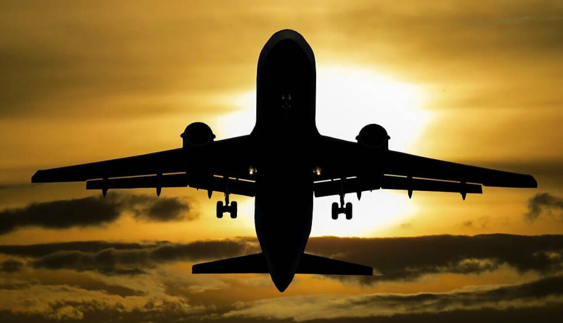 aircraft-1362586_960_720 (1)